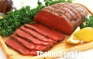 2013 03 14.07.47.45 thịt1 300x190 8 loại thực phẩm bạn nên loại bỏ trong chế độ ăn uống
