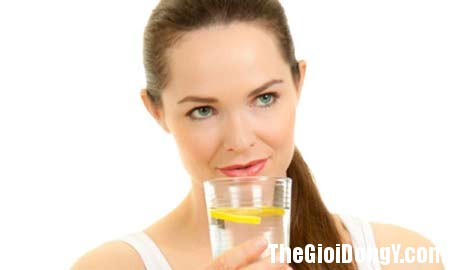 nuoc chanh 25314 24b21 Vì sao bạn nên uống nước chanh mỗi sáng ?
