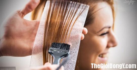 090014 Nhuom toc Các phản ứng phụ rất có thể xảy ra của thuốc nhuộm tóc