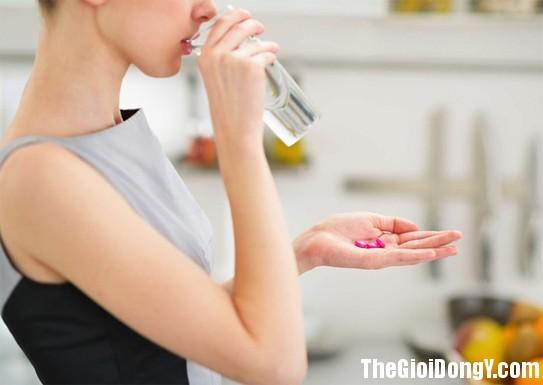 100959 uong thuoc1 5 điều sai lầm khi uống thuốc không chỉ khiến thuốc giảm tác dụng mà còn gây hại sức khỏe