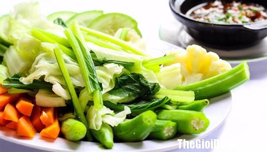 104837 An toi2 Bác sĩ chỉ ra 4 điều sai lầm khi ăn tối gây hại lớn đến sức khỏe!