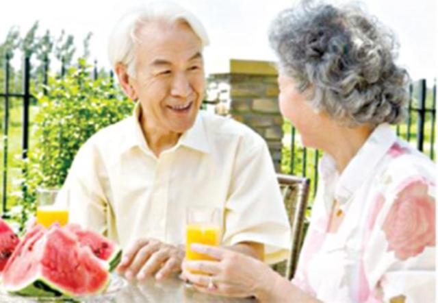 nguoi cao tuoi 66 Cách để phòng bệnh vào mùa hè cho người cao tuổi