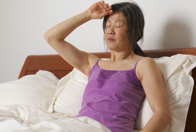 do mo hoi dem 1 15461779593921075999590 Đổ mồ hôi đêm không đơn giản là do thời tiết, đó là dấu hiệu báo bệnh