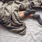 benefits-of-sleeping-with-socks-on-160028402