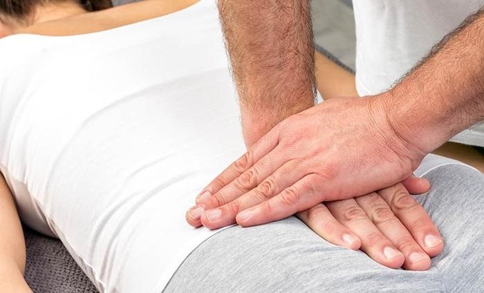 tailbone pain treatment 152056609 Đau xương cụt rất bất tiện và đây là những điều cần lưu ý