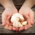 1-benefits-of-eating-raw-garlic-every-day-132235708