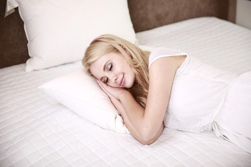 people 2537324 960 720 Những loại thực phẩm tốt nhất để sử dụng trước khi đi ngủ