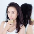 phu-nu-thuong-xuyen-uong-nuoc-chanh-1-084549795